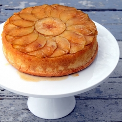 gorgeous apple upside down cake recipe from cherryteacakes.com