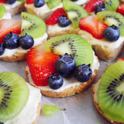 Mini Mexican Wedding Fruit Pizzas