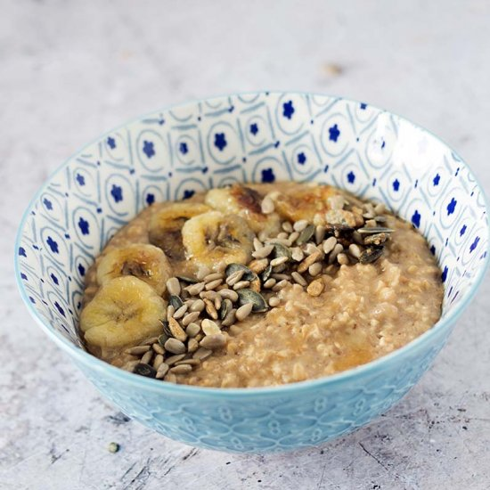 Vegan banana cinnamon porridge