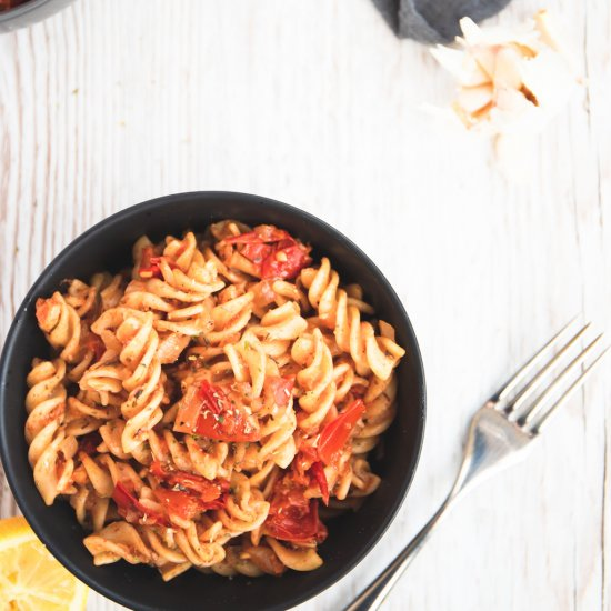 Easy Vegan Tomato Pasta