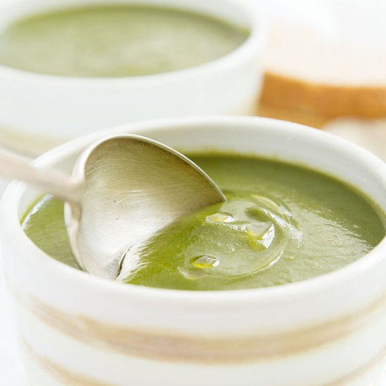 Creamy vegan spinach soup