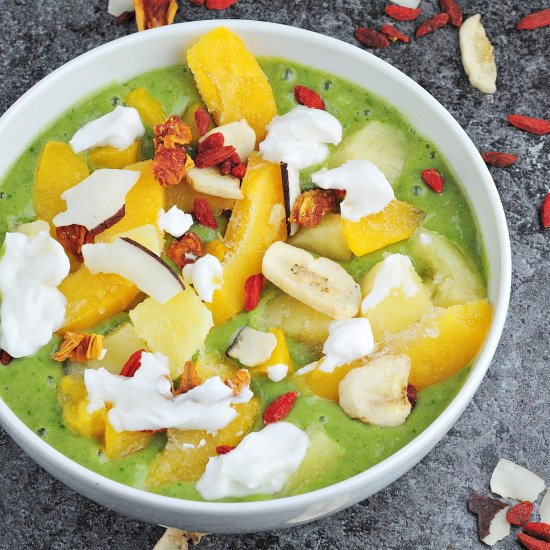 Green Smoothie Bowl with Mango