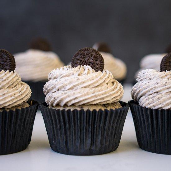 Cookies and Cream Cupcakes (Vegan)